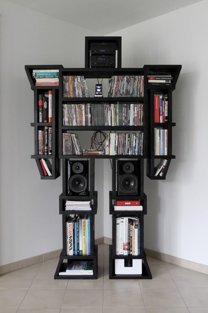 Ein Roboter als Bücher Regal für das Wohnzimmer.