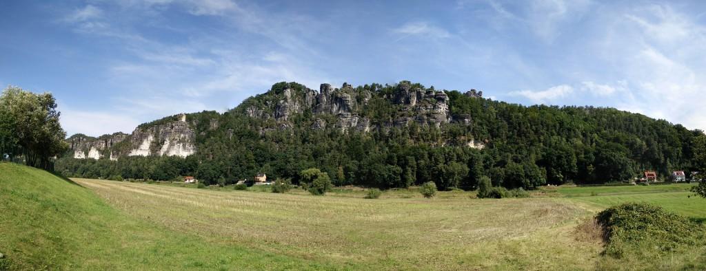 Blick vom Tal auf die Bastei
